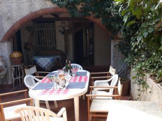 Grande maison ancienne avec jardin et 2 terrasses - la Bisbal d'Emporda vacation rentals