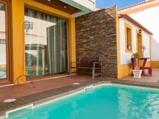 ATLANTIC GOLDEN HOUSE - A dos Cunhados vacation rentals