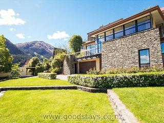 Beautiful Condo with Internet Access and Television - Queenstown vacation rentals