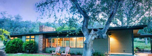 Mid-Century Modern Rustic Retreat By Sequoia Park - Image 1 - Three Rivers - rentals