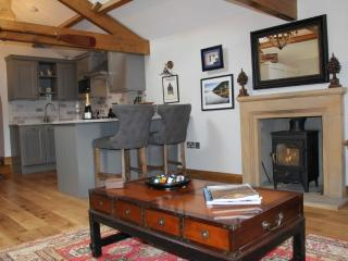 BOATHOUSE DUKE OF PORTLAND, Pooley Bridge, Nr Ullswater - Pooley Bridge vacation rentals