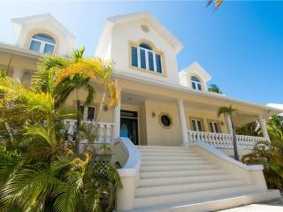 Lovely Villa with Deck and Internet Access - Grand Cayman vacation rentals
