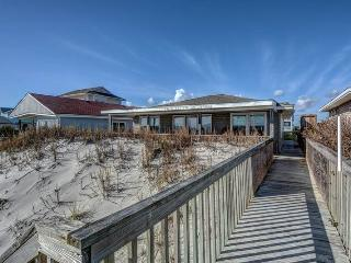 3 bedroom House with Porch in Topsail Beach - Topsail Beach vacation rentals