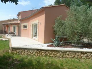 Location villa 170m2 avec terrasse et jardin. - Laudun vacation rentals