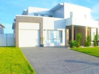 Brand new waterfront 5 Bedroom House Private Jetty - Port Macquarie vacation rentals