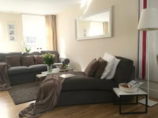 Luxury 2bed/2bath COVENT GARDEN PEARL/3min to tube - London vacation rentals