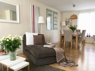 MOST CENTRAL! LUXURY! MODERN COVENT GARDEN! 2 Bed/2bath 3 min to subway! - London vacation rentals