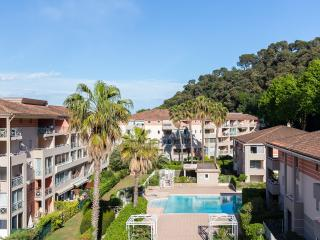 Bright 1 bedroom apartment in Côte d' Azur complex with balcony and pool access - Cagnes-sur-Mer vacation rentals