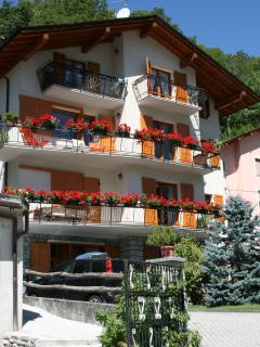 Cozy 2 bedroom Chiesa In Valmalenco Apartment with Long Term Rentals Allowed - Chiesa In Valmalenco vacation rentals