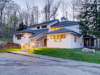 Updated condo close to 2 ski resorts with a shared pool, hot tub, gym, and more! - Killington vacation rentals