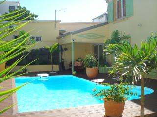 Nice Bungalow with Internet Access and A/C - Reunion vacation rentals