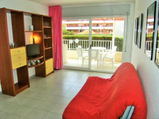 Lovely 2 bedroom L'Estartit Condo with Washing Machine - L'Estartit vacation rentals