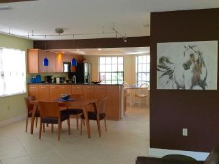 Nice Townhouse with Internet Access and A/C - Naples vacation rentals