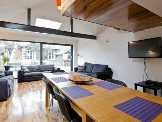 Egham house - sleeps 16, near Windsor & Ascot - Egham vacation rentals