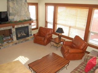 Big White Stonebridge Lodge 1 Bedroom Executive Condo with Hot Tub - Big White vacation rentals