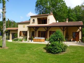 MACOU 2 :  villa  avec SPA dans parc arboré - Capdrot vacation rentals