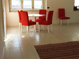 Nice 2 bedroom Lecco Apartment with Internet Access - Lecco vacation rentals