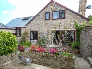 THE OLD BARN, character pet-friendly conversion, woodburner, WiFi, courtyard, Galmpton near Brixham Ref 937670 - Galmpton vacation rentals