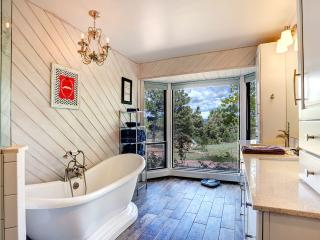 Hot Tub, Play Set, 20 Minutes to SF! - Santa Fe vacation rentals