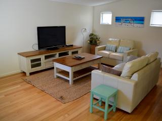 Walk to the beach! Modern 4-bdrm Town House - Dunsborough vacation rentals