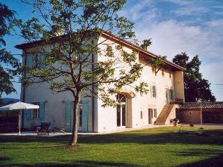 Appartement indépendant dans une maison - Corcelles-en-Beaujolais vacation rentals