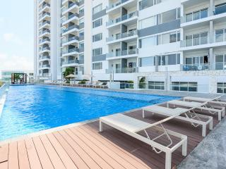 Malecon Americas Montevideo 1204 - Cancun vacation rentals