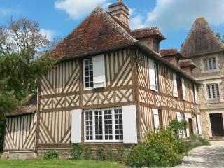 Normandie - Charmant Manoir à colombages 18 ème - Vieux-Pont-en-Auge vacation rentals