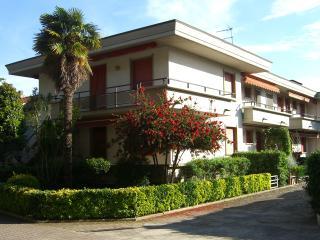 Apartment GIRASOLE - Marina Di Massa vacation rentals