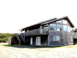SITKA HOUSE~MCA#1354~This spacious hot tub house is just steps to the beach. - Manzanita vacation rentals