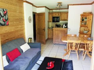 Bozel, Appart 40m2 2-4pers, 300m du lac - Bozel vacation rentals