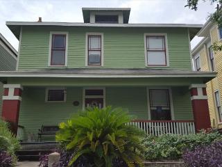 Comfortable 3 bedroom Galveston Island House with Deck - Galveston Island vacation rentals