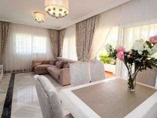 Luxury apartment in Nueva Andalusia golf valley - Nueva Andalucia vacation rentals