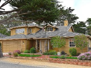 3718 Ocean Crest ~ Walk to the Beach & Golf Links! Gourmet Kitchen! - Pacific Grove vacation rentals