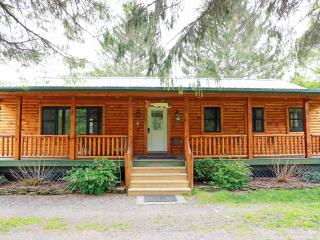 Gorgeous 3 bedroom Deposit House with Deck - Deposit vacation rentals