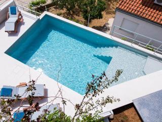 Apartments Zambarlin-Apartment Bepina - Komiza vacation rentals