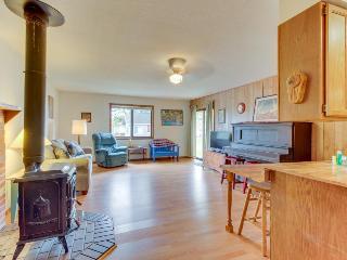 Playful, pet-friendly home, just 2 blocks from beach! - Rockaway Beach vacation rentals