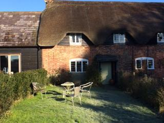 Romantic thatched cottage in Wiltshire - Marlborough vacation rentals