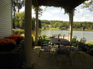 Lakefront cottage w/ dock, fire pit - dog-friendly - Kingsley vacation rentals