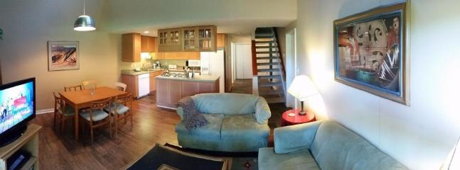 Dog-friendly condo with SHARC passes for six and great golf course views! - Image 1 - Sunriver - rentals