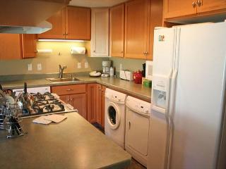 Dog-friendly condo with SHARC passes for six and great golf course views! - Sunriver vacation rentals