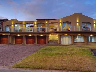 Lovely House in Cape Saint Francis with Satellite Or Cable TV, sleeps 20 - Cape Saint Francis vacation rentals