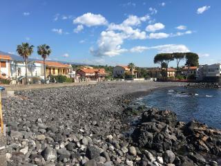 Appartamento fronte mare tra Catania e Taormina - Santa Tecla di Acireale vacation rentals