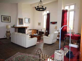 Villa in parco privato da 6 a 14 posti letto - Brattiro vacation rentals