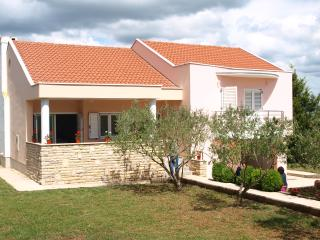 Cozy 3 bedroom Villa in Nin - Nin vacation rentals