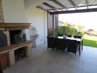 Bright 3 bedroom Arizzano Apartment with Internet Access - Arizzano vacation rentals