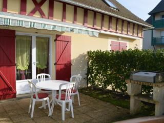 Cozy 2 bedroom House in Dives-sur-Mer with Shared Outdoor Pool - Dives-sur-Mer vacation rentals