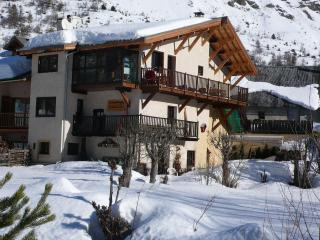 Charming 2 bedroom Condo in Le Monetier-les-Bains with Internet Access - Le Monetier-les-Bains vacation rentals