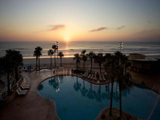 Nice Villa with Internet Access and Shared Outdoor Pool - Daytona Beach vacation rentals