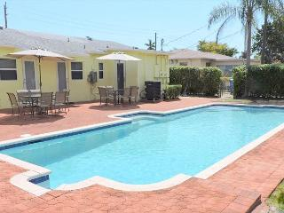 New Duplex 3 Bedrms 3 Baths for 8 Huge Pool Near Boardwalk, Beach & Downtown - Hollywood vacation rentals