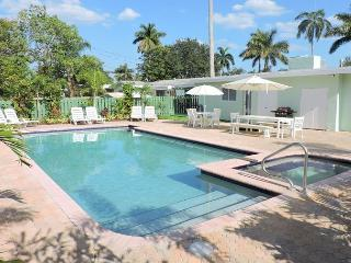 ALL NEW ALL 5/3 FOR 14, HEATED POOL, NEAR HOLLYWOOD BEACH & BOARDWALK  & GOLF - Hollywood vacation rentals